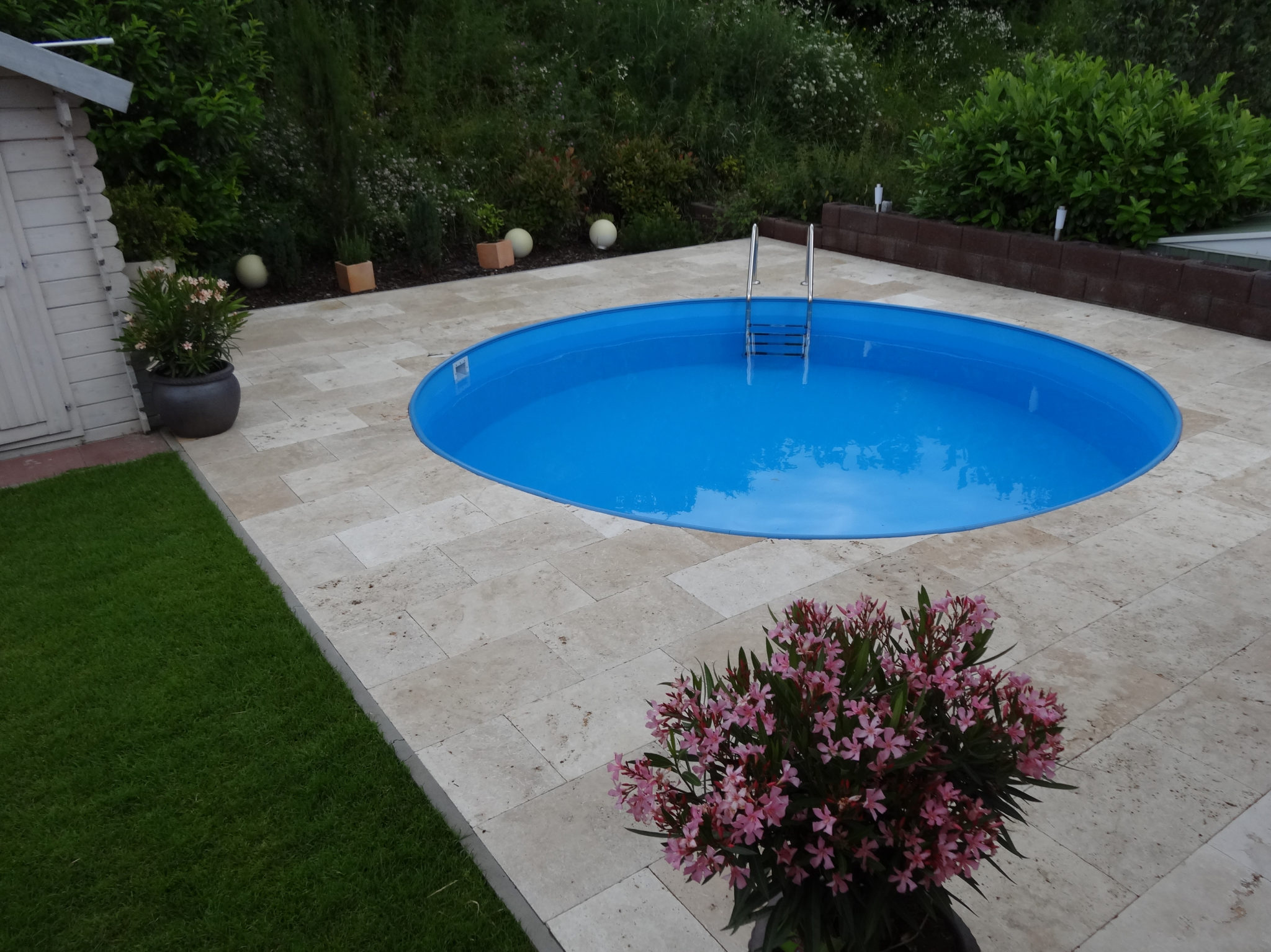 Tile Around Pool : Travertine tiles from turkey around a swimming pool