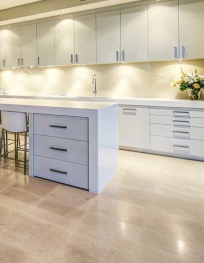 product-img-ivory-travertine-honed-filled-indoor-tiles-melbourne-stone-paving